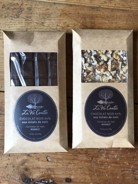 Tablette de chocolat noir et noix Franquette - La Vie Contée