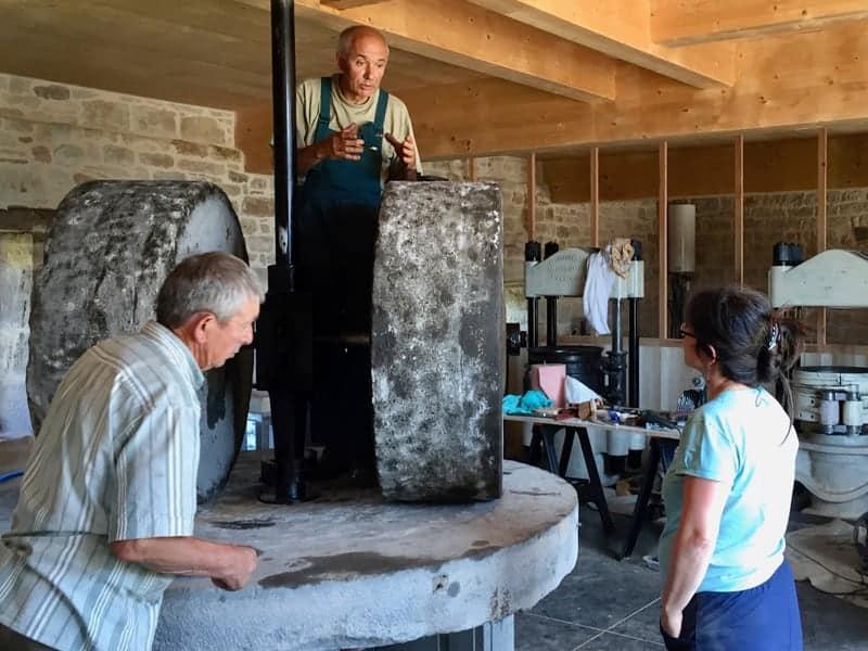Travaux Daniel, Jean-Pierre et Anne au Moulin de La Vie Contée
